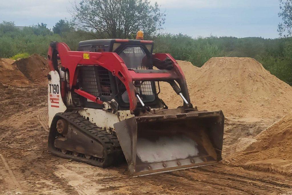 mini krautuvo nuoma raudonas smėlis